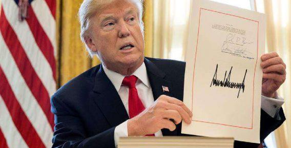 Trump firma orden que prohíbe realizar transacciones con El Petro venezolano