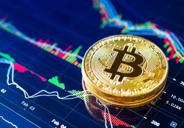 Bitcoin brevemente rompe nuevo soporte en $5300 y los mercados en verde