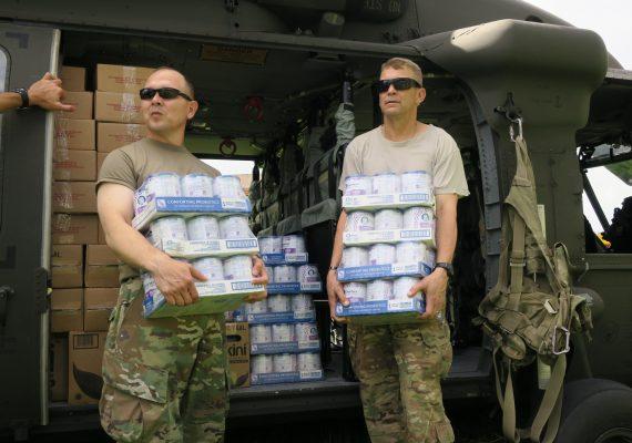 Ejercito de USA envía ayuda humanitaria a Puerto Rico por desastres causados por el Huracán María en 2017.