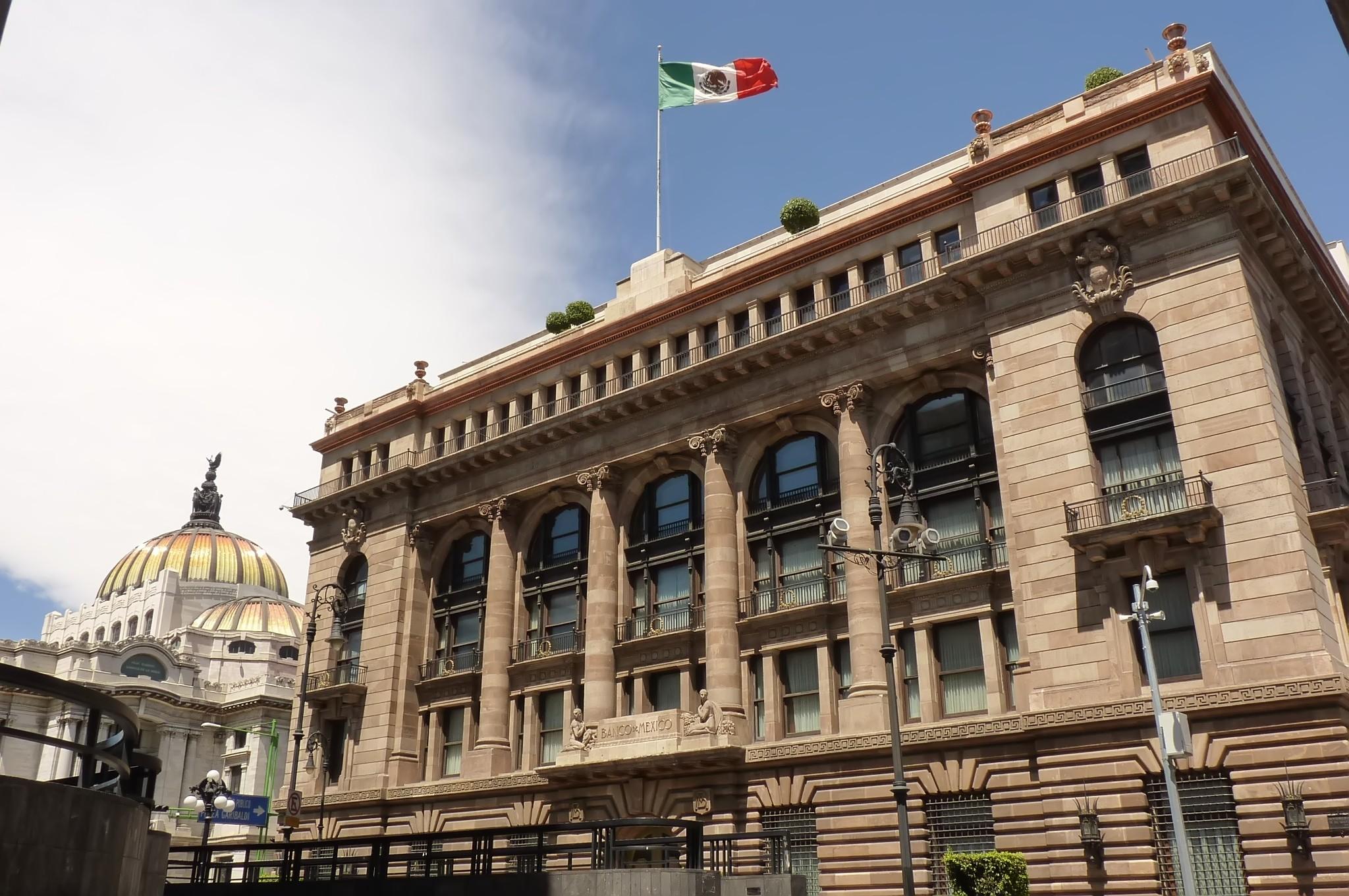 Banco de México publica una serie de disposiciones transitorias que restringen el mercado de las criptomonedas en el país.