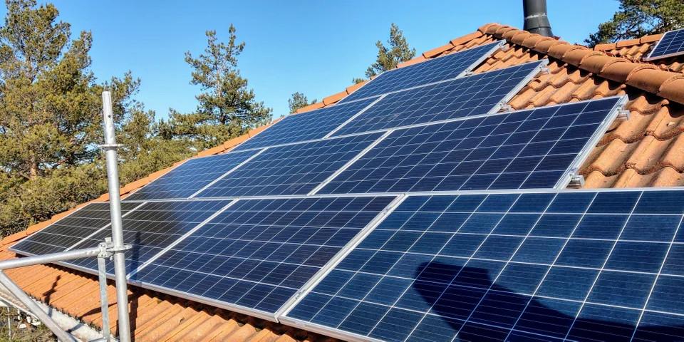 Un usuario de Reddit muestra su instalación de paneles solares para minar