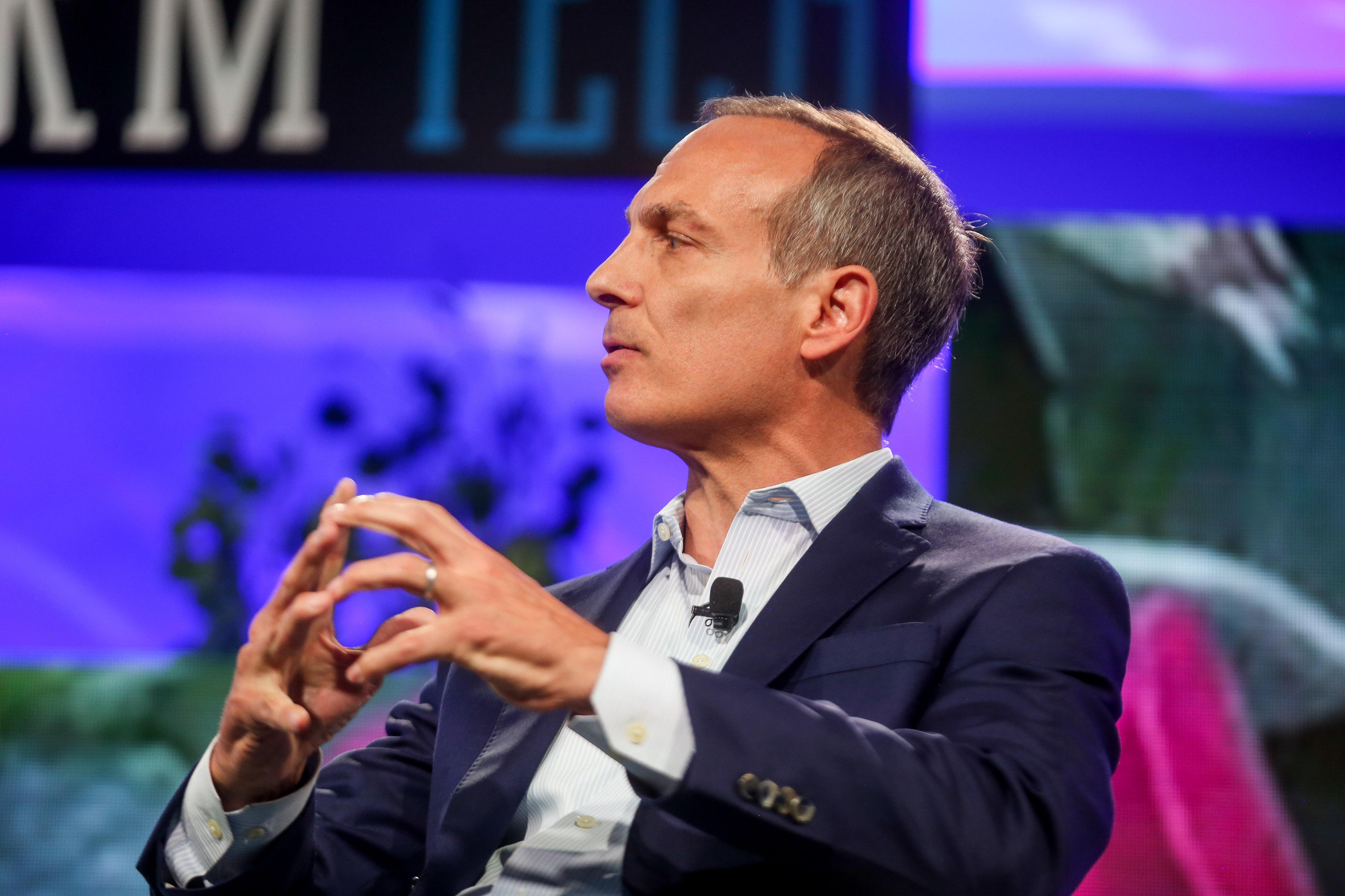 CEO de Booking afirma que las criptomonedas tienen un gran potencial económico, y proyecta un masivo crecimiento