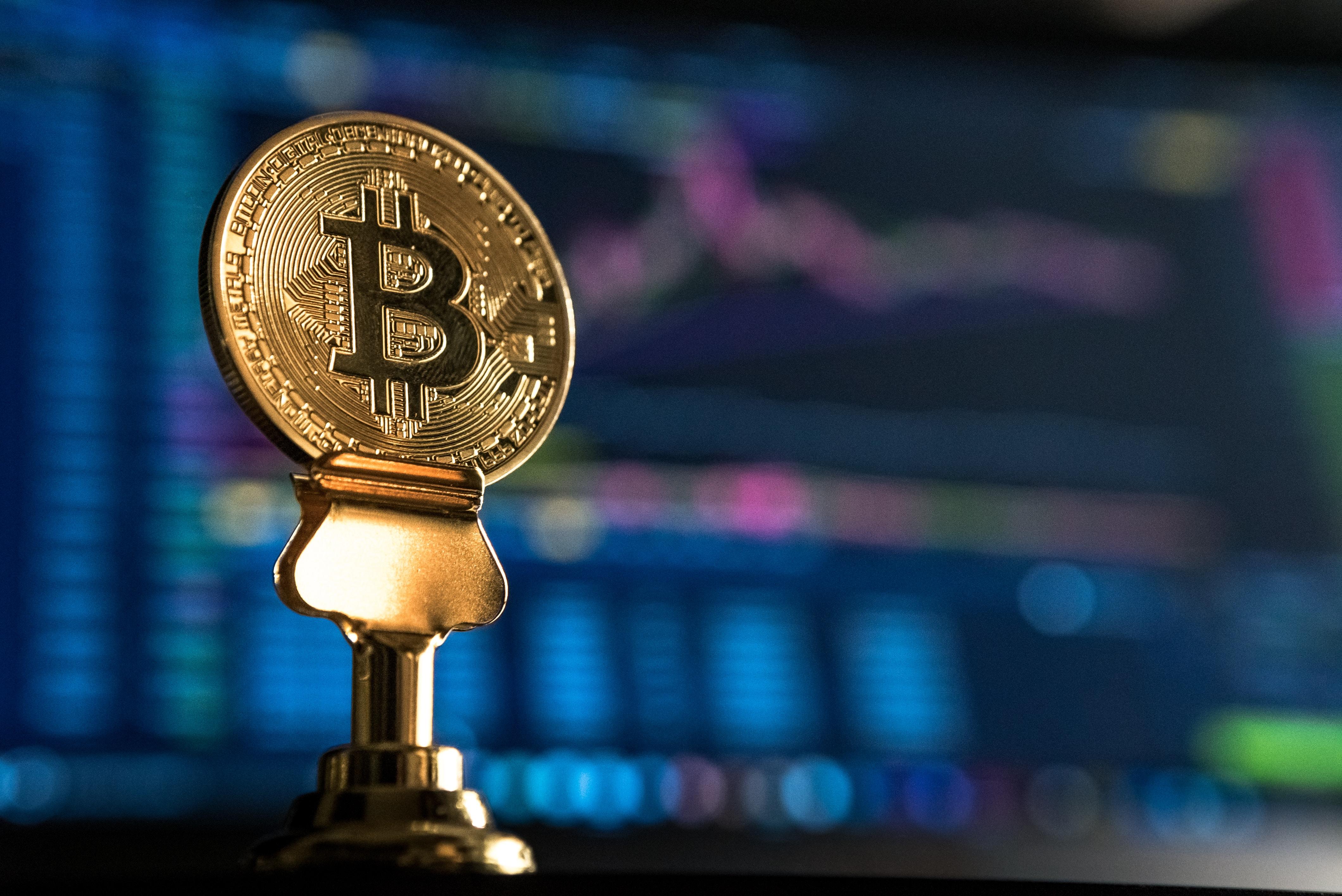 Bitcoin sobrepasa los 9.000 dólares mientras las posiciones abiertas en los futuros de CME logran 10 meses en alza