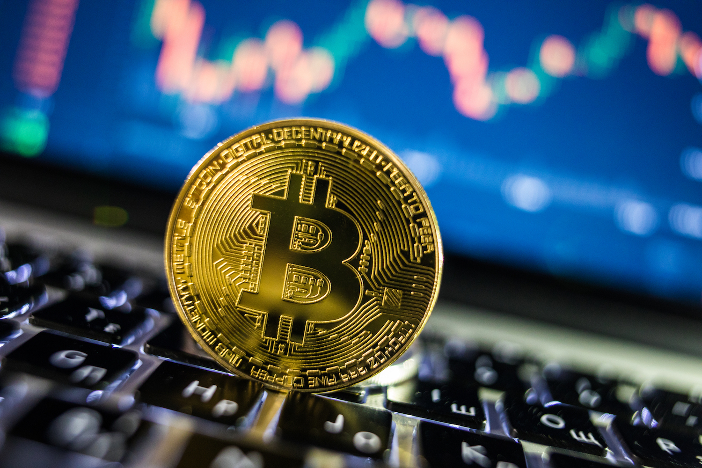 Bitcoin vuelve a subir para estar por encima de los 6 mil dólares en el mercado