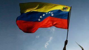 """Economista analiza las razones tras la imposición del Petro en Venezuela, mientras que en una universidad del país se preparan 10 mil """"formadores"""" sobre la moneda digital"""