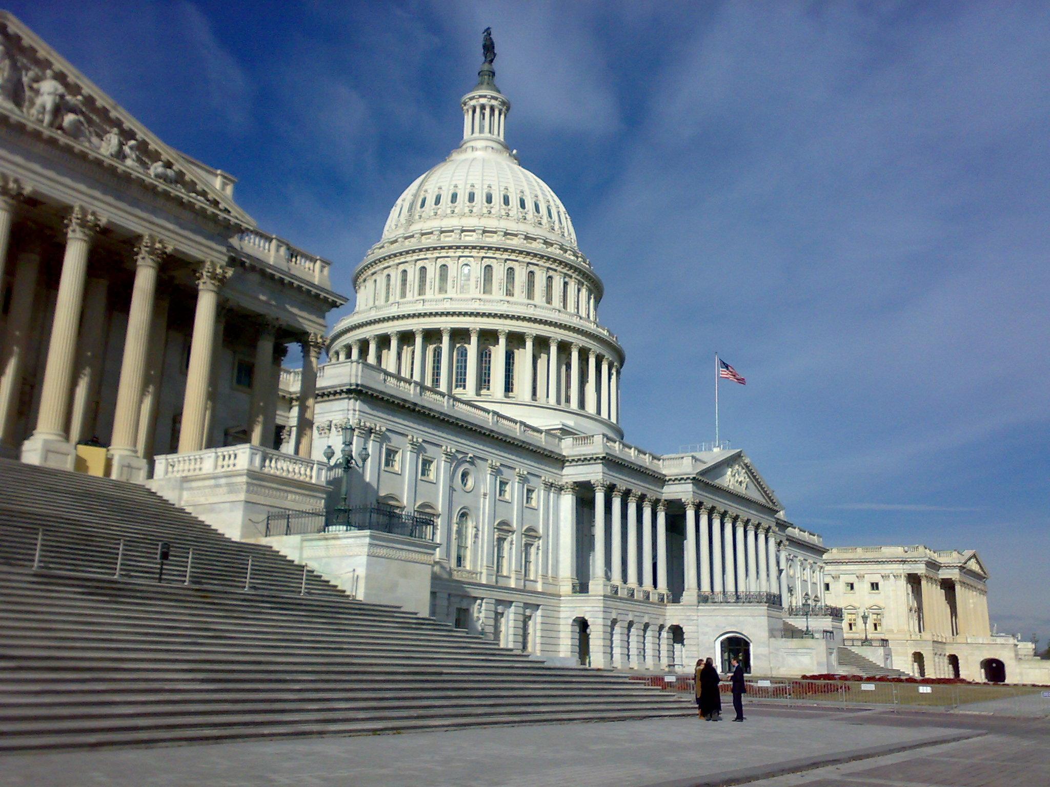 Congreso de Estados Unidos menciona un sistema de votación basado en tecnología blockchain como alternativa para las sesiones de los legisladores