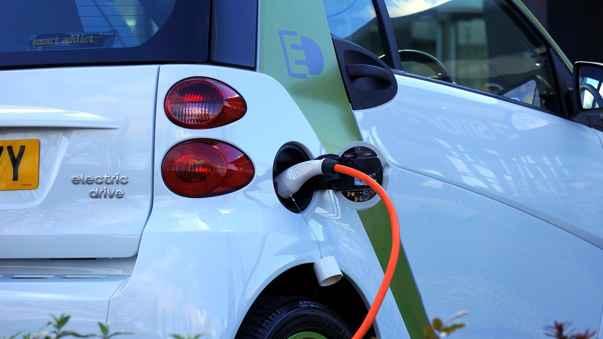 Lanzan un estándar global para la industria automotriz incorporando tecnología blockchain en un sistema descentralizado para la carga de vehículos eléctricos