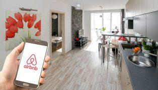 La firma de alojamientos Airbnb destaca la necesidad de adaptarse en el futuro a las criptomonedas y la tecnología blockchain