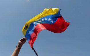 Luego de un cuestionado proceso electoral parlamentario en Venezuela, la administración de Juan Guaidó habilita la plataforma blockchain Voatz para realizar una consulta política contra Maduro