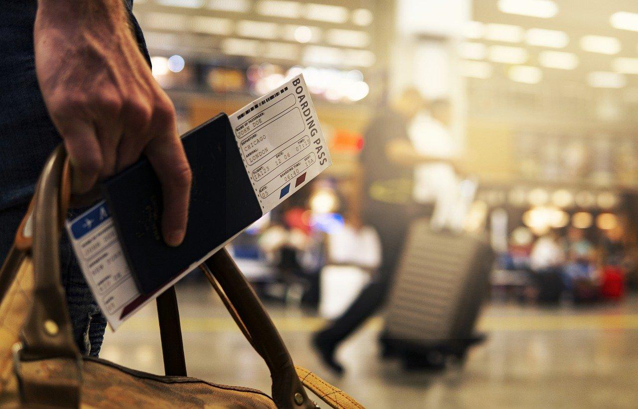 Aerolíneas como Emirates y Etihad iniciarán las pruebas con Travel Pass, un pasaporte digital que utiliza tecnología blockchain y busca facilitar los viajes durante el Covid-19