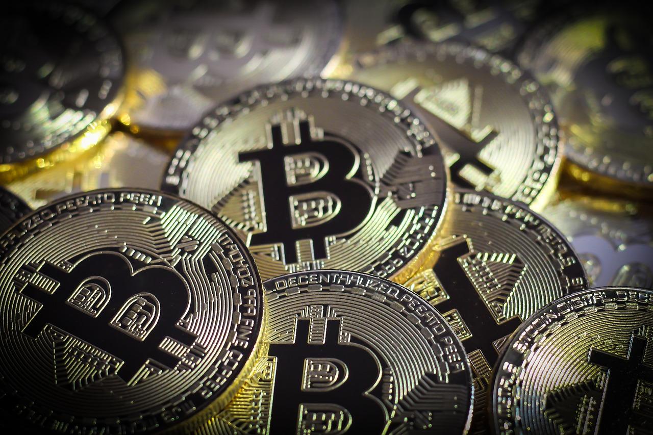 Gestor de fondos BlackRock considera una posible inversión en futuros de Bitcoin