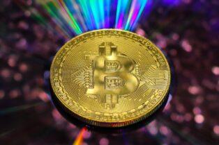 Capitalización de mercado de Bitcoin alcanza por primera vez el billón de dólares mientras el precio de la criptomoneda se acerca a los 55 mil dólares