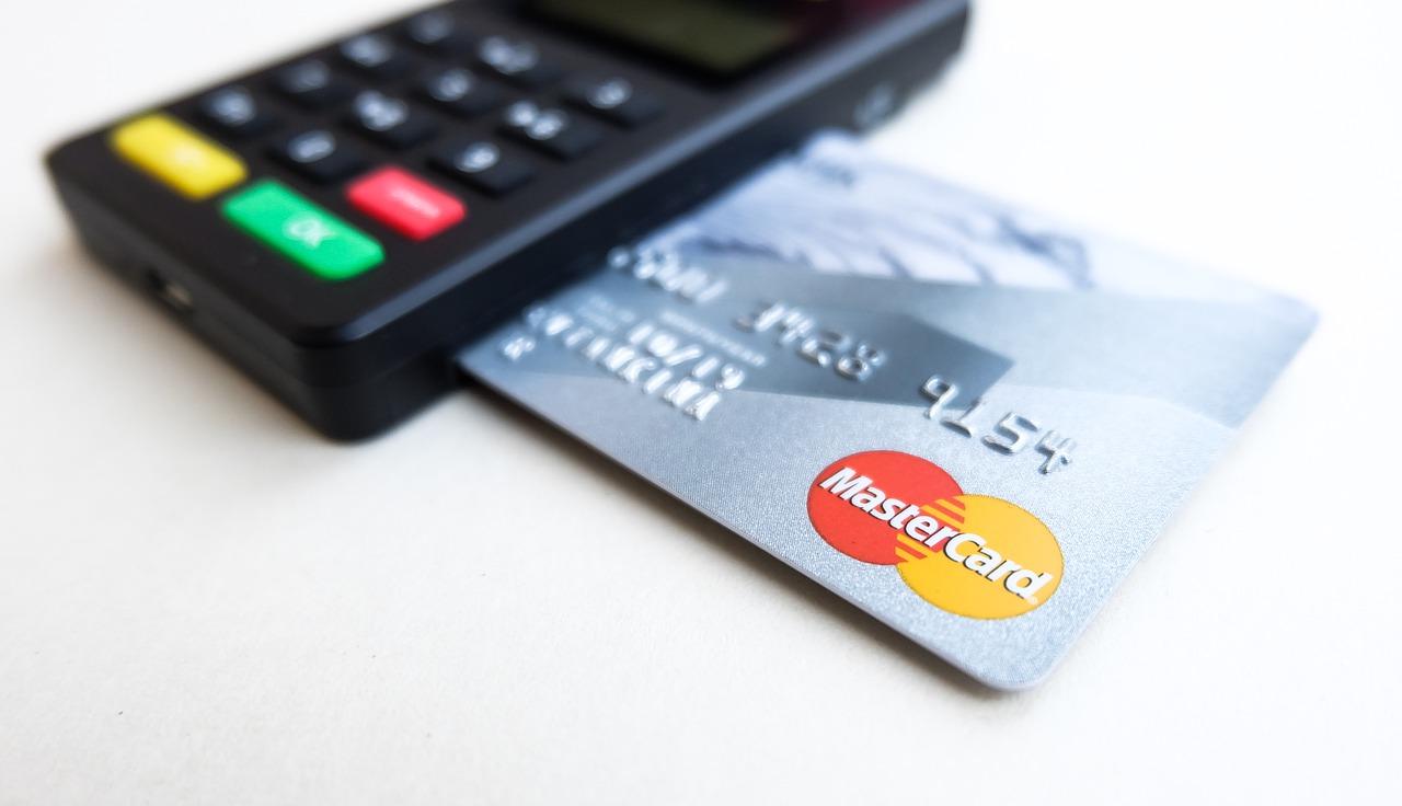 Mastercard anuncia que integrará los pagos en criptomonedas a su red global de comerciantes durante 2021