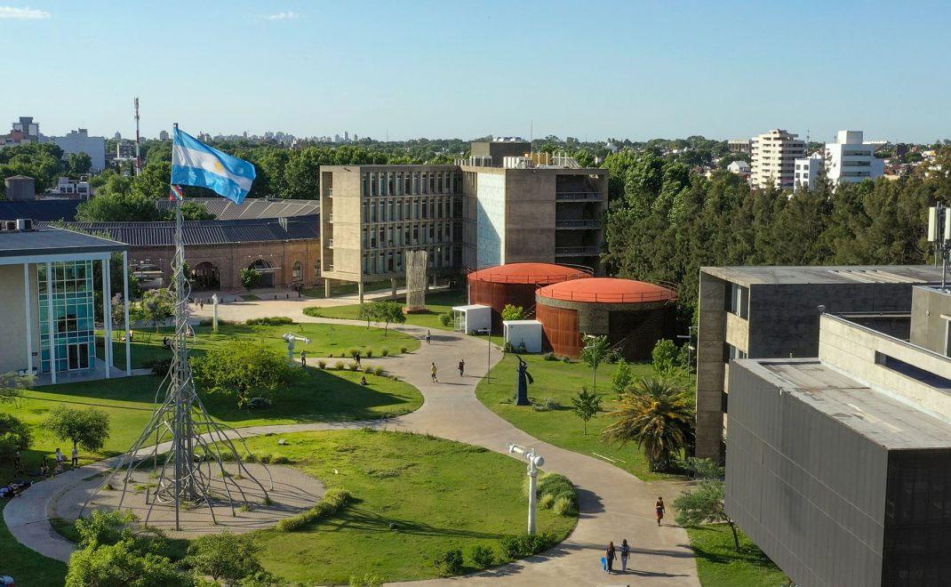 Proyecto DIDI renueva firma de convenio con la Universidad Nacional de San Martín en Argentina, para investigación sobre identidad digital auto-soberana en sectores populares