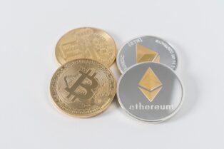 La icónica casa de subastas Sothebys aceptará Bitcoin y Ethereum por la obra Love is in the Air de Banksy