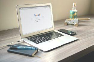 Google flexibilizará sus políticas de productos y servicios financieros para permitir algunos anuncios publicitarios vinculados con criptomonedas
